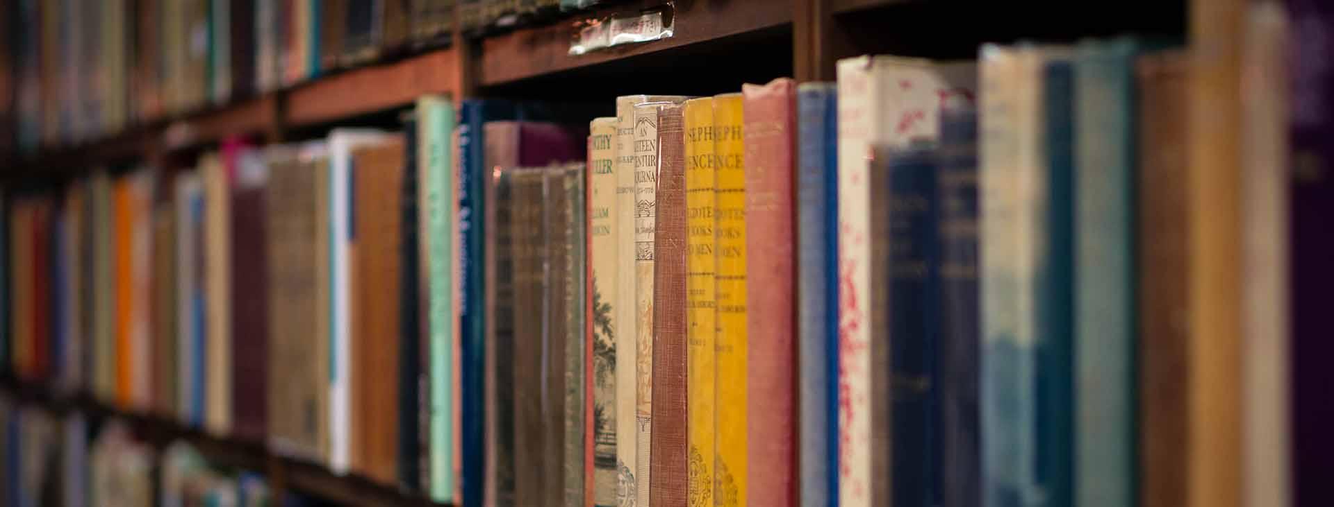 boeken in een boekenkast